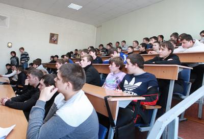 ИРНИТУ Студенты машиностроительного колледжа НИ ИрГТУ востребованы   и Анатолий Коробков представили отчет по практике которую они проходили в производственных цехах №1 10 и 17 Иркутского завода тяжелого машиностроения
